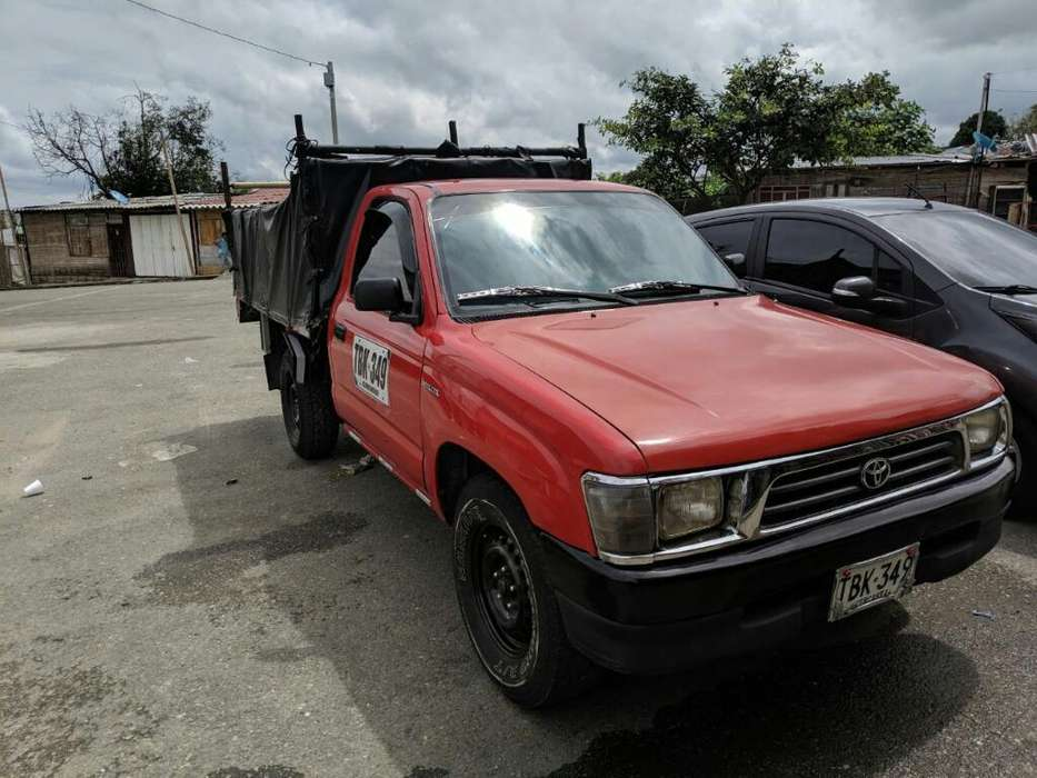 Toyota Hilux 2001 - 145000 km