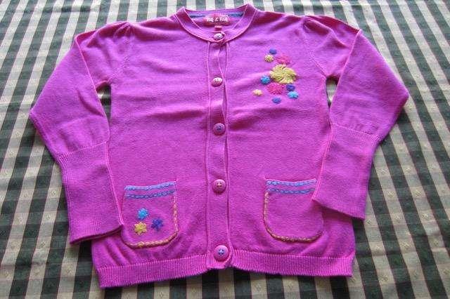 Saco bordado para nena , muy suavecito, marca europea!!!, muy poco uso!!!, casi nuevo!!!, impecable estado!!!