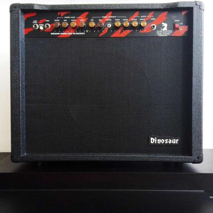 Amplificador para guitarra eléctrica Dinosaur DG 200R 100 watts Nuevo!
