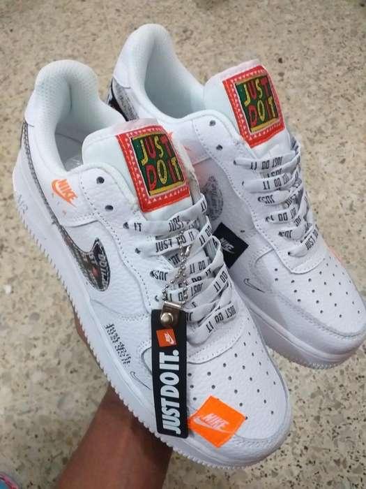 Nike , Adidas Y Jordán