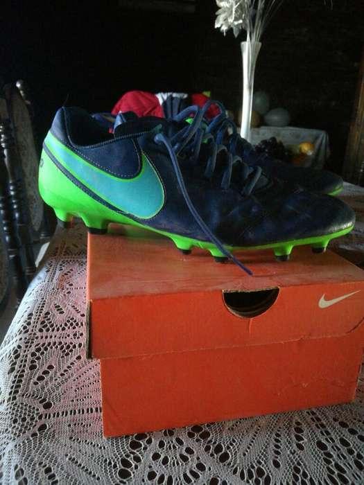 Vendo Botines Nuevos Nike Tempo.son 43-