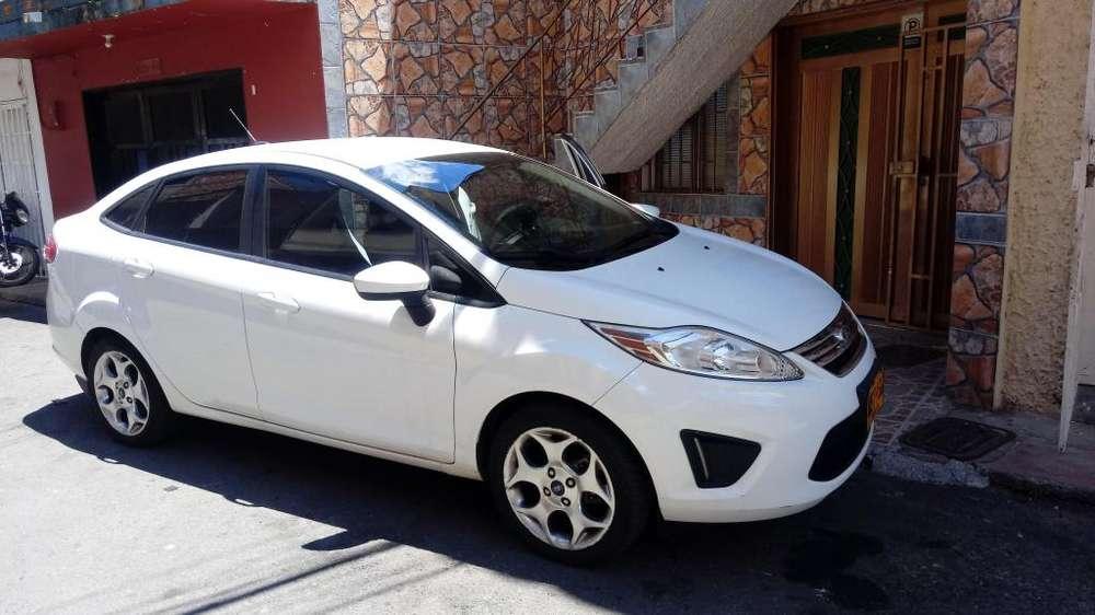 Ford Fiesta  2013 - 72000 km