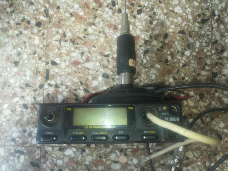 Radio V.h.f Alinco