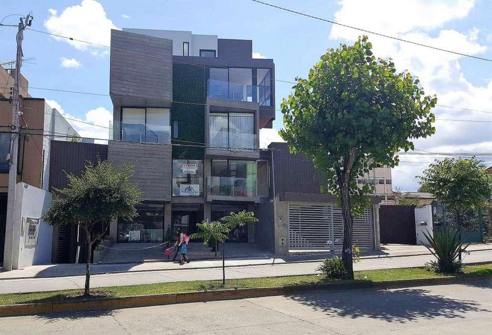 Venta Local Comercial O Cambio con Sitio por sector Yanuncay