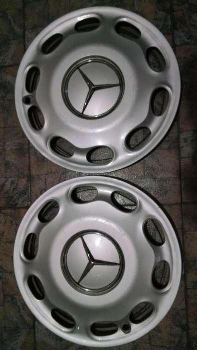 Dos tazas Mercedes Benz