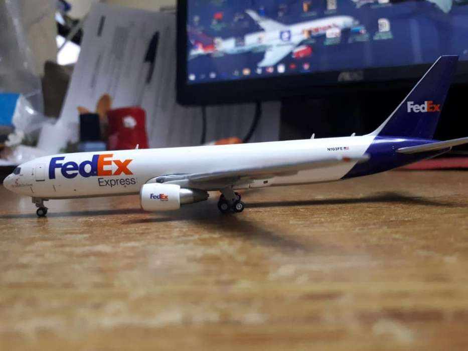 Avion de Metal Fedex 1:400 Boeing 767