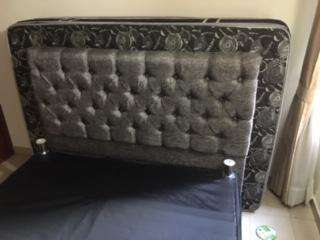 vendo hermosa base de cama y sofa