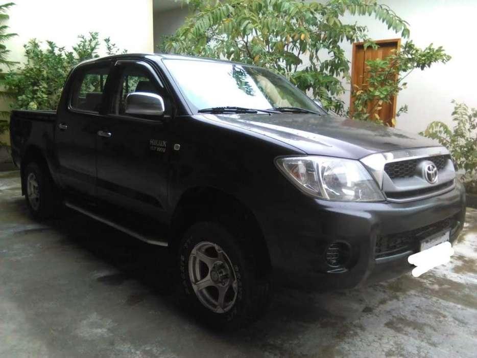 Toyota Hilux 2011 - 235000 km