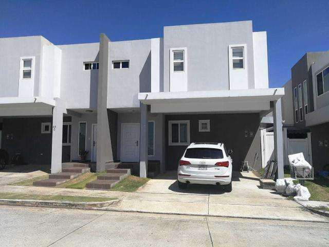 Se vende casa en Brisas del Golf 19-4732 MG