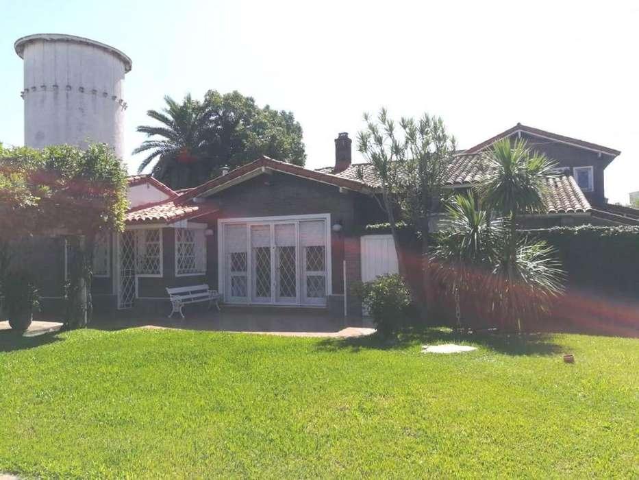 Venta Casa 6 Ambientes en Ramos Mejía con Jardín y Pileta