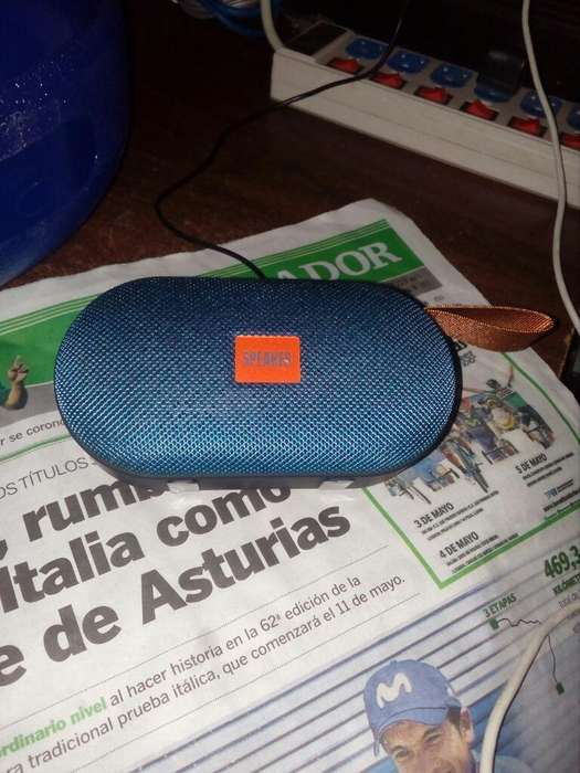 Vendo Parlantes Radio Bluetooth Portable
