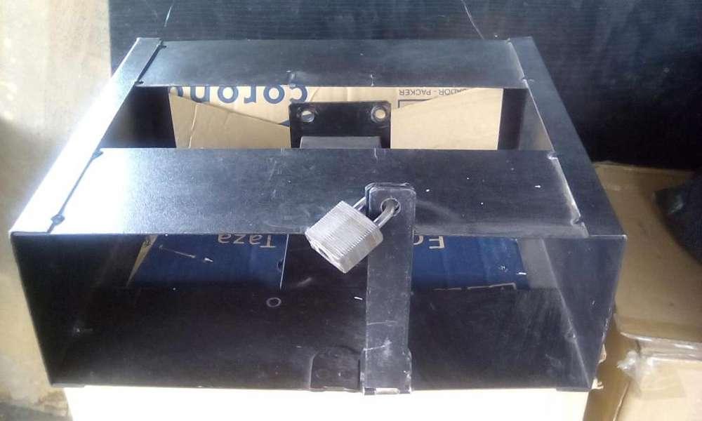 se vende caja de seguridad para consolas de juego