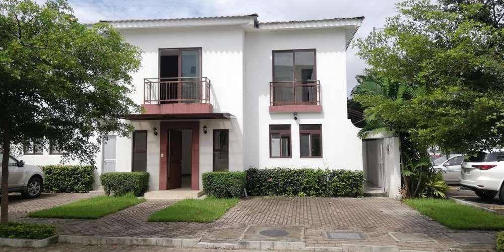 Casa de alquiler en Urb. Villas del Bosque Vía a la Costa