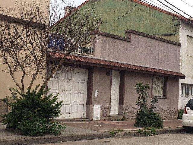 Venta casa dpto en block en zona comercial