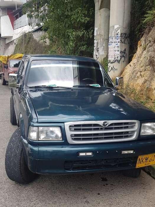 Mazda B-2200 1999 - 0 km