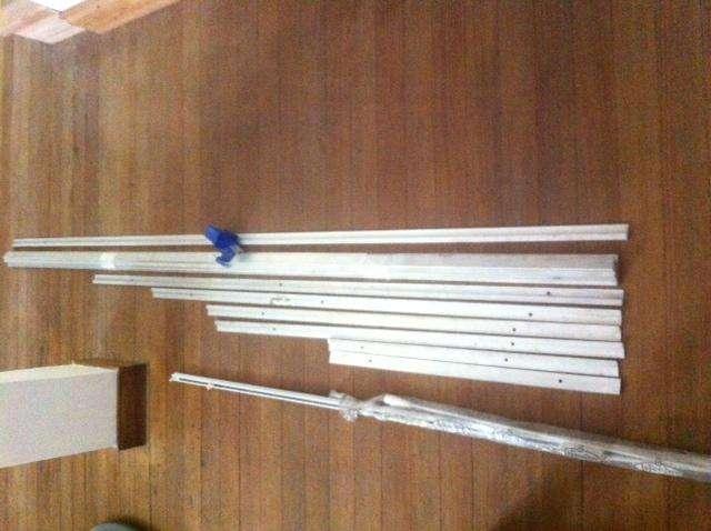 Riel de <strong>aluminio</strong> para colgar cuadros