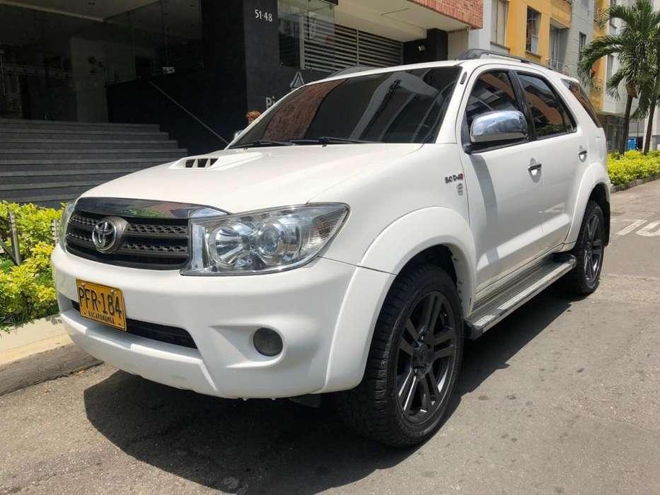 Toyota Fortuner 2010 - 90000 km
