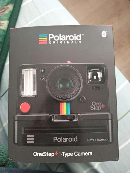 Polaroid Originals OneStep Black (9010), Bluetooth Connected Instant Film Camera Cartucho De 8