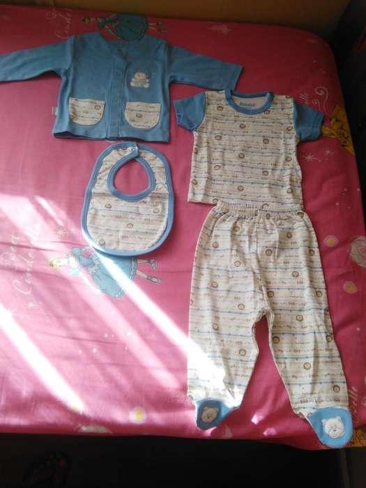 Ropa para bebé / Ajuar de 4 piezas