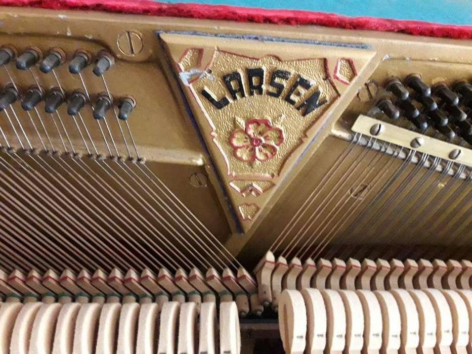 Piano Antiguo Larsen
