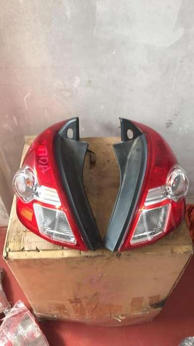Faro Nissan Tida Hach Back Año2012