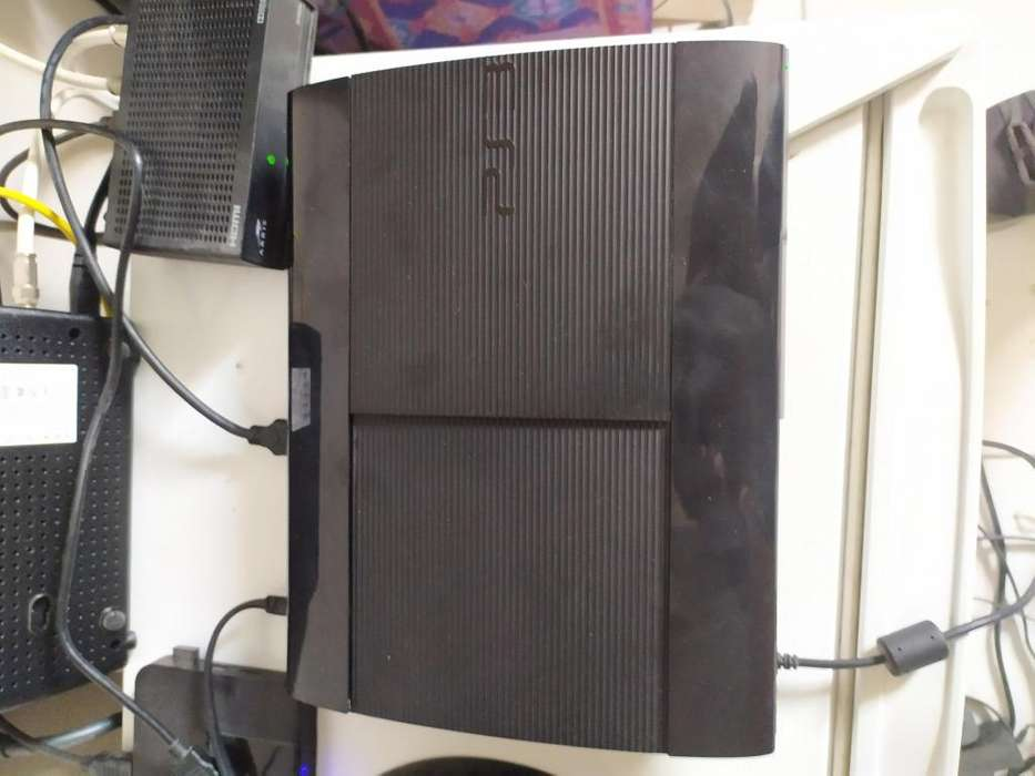 Vendo PS 3 SUPER SLIM