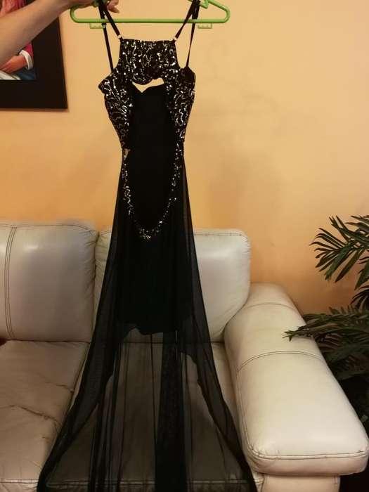 fefcfb75a5 Vestido de fiesta Talla S con detalles de  strong lentejuela  strong