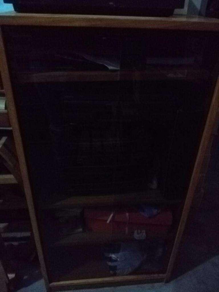 Mueble Vitrina Madera Cedro Con Puerta De Vidrio Y Estantes USADO!!
