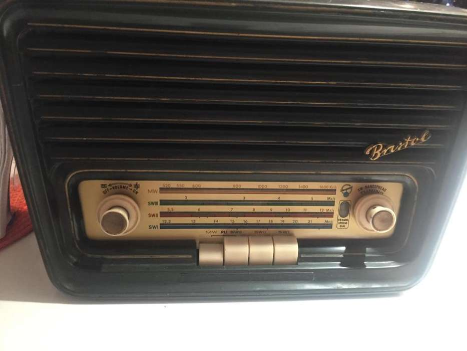 Radio antiguo Bristol