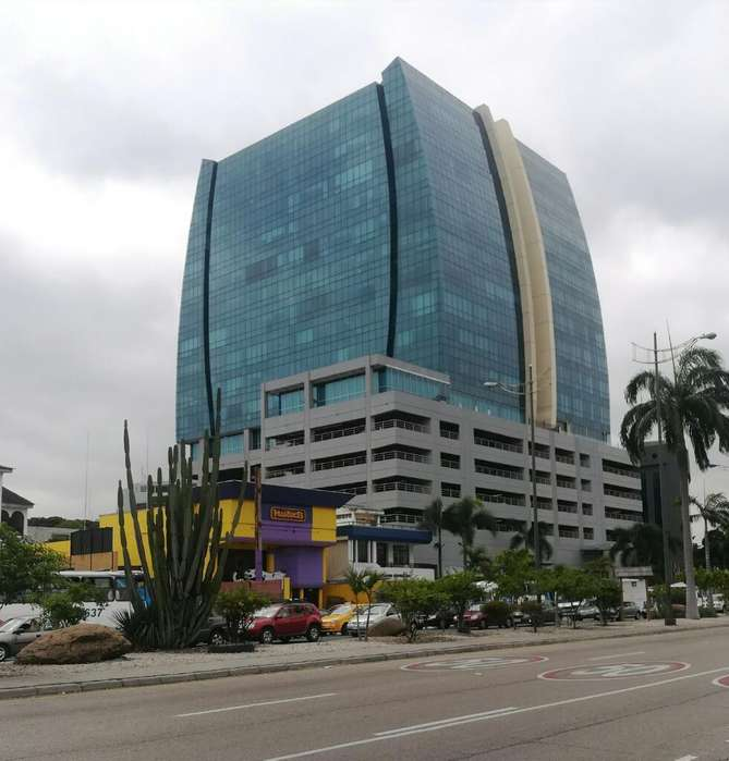 Blue Towers <strong>oficina</strong> 186m2 en venta Kennedy Norte con parqueo