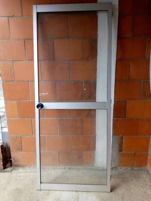 Puerta Vidrio en Aluminio