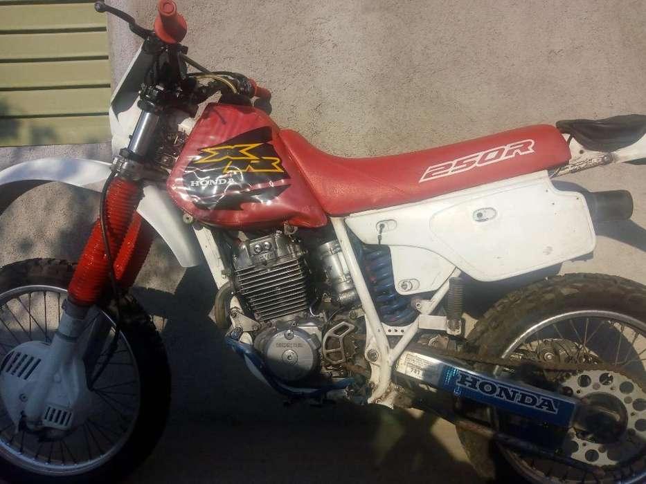 <strong>moto</strong> Honda Xr250
