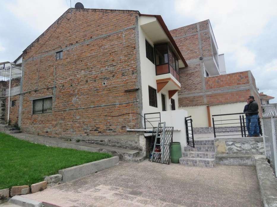 Casa grande con amplio terreno ideal para rentas o para unidad educativa