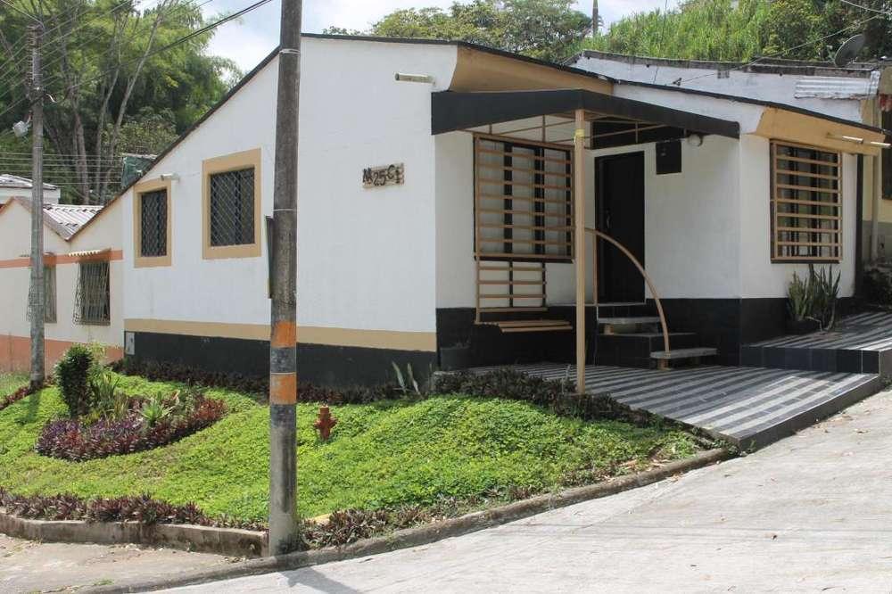 VENDO linda casa Esquinera en Mercedes del Norte