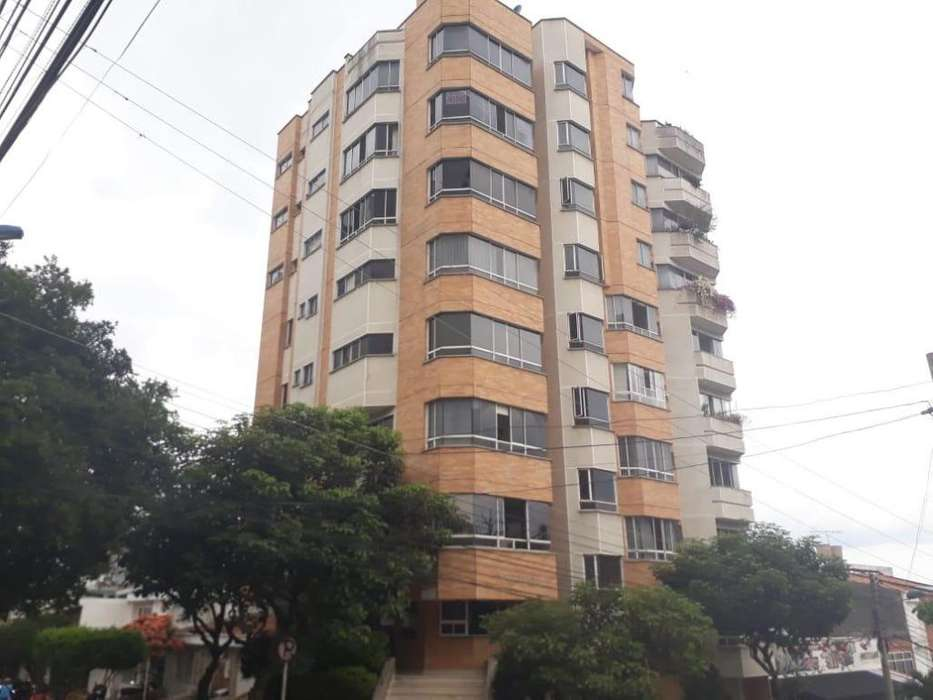 CARRERA 37 No. 52-06 APTO 701 EDIFICIO TORRELLANO