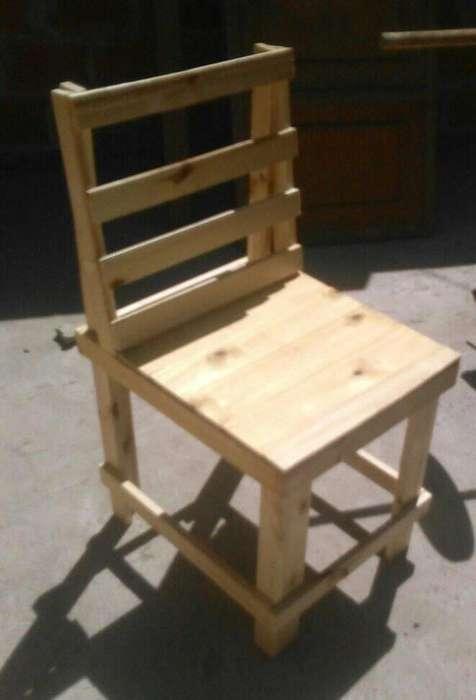 mesa y dos <strong>sillas</strong>