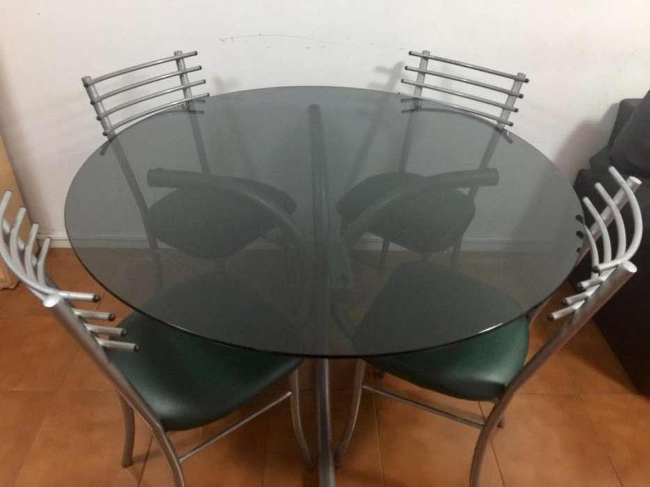 <strong>juego</strong> de mesa redonda de vidrio y 4 sillas. Excelente estado.
