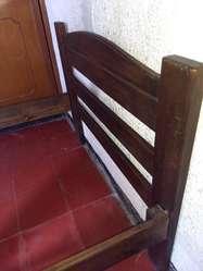 Cama sencilla en madera (Pino envejecido).