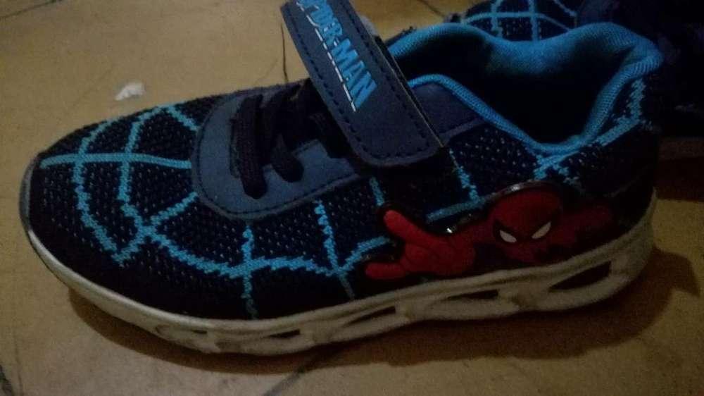 Vendo Zapatillas Niño Spiderman T 31