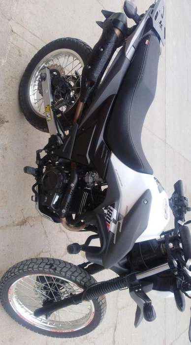 Vendo Moto Akt Ttr 180