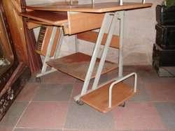 mesa de computacion con silla