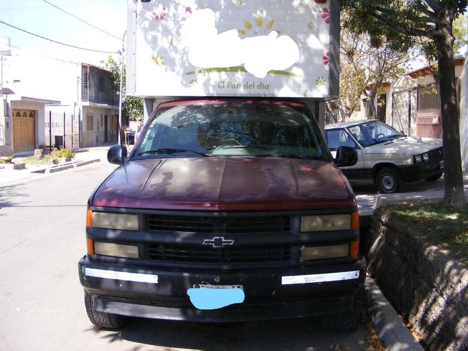 Vendo Chevrolet Silverado c/furgón y equipo de frió