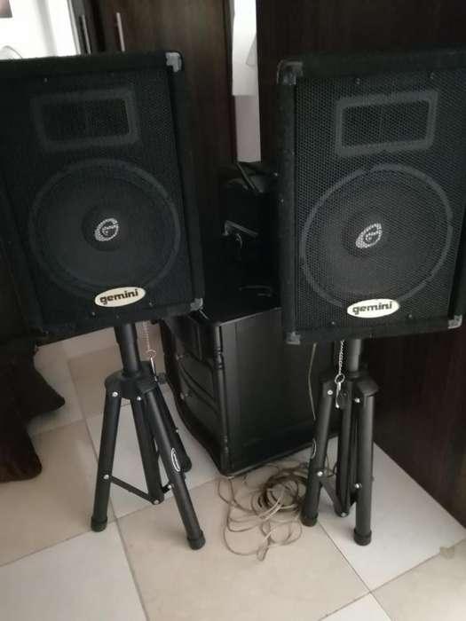 Vendo Amplificador Potente 2 Parlantes