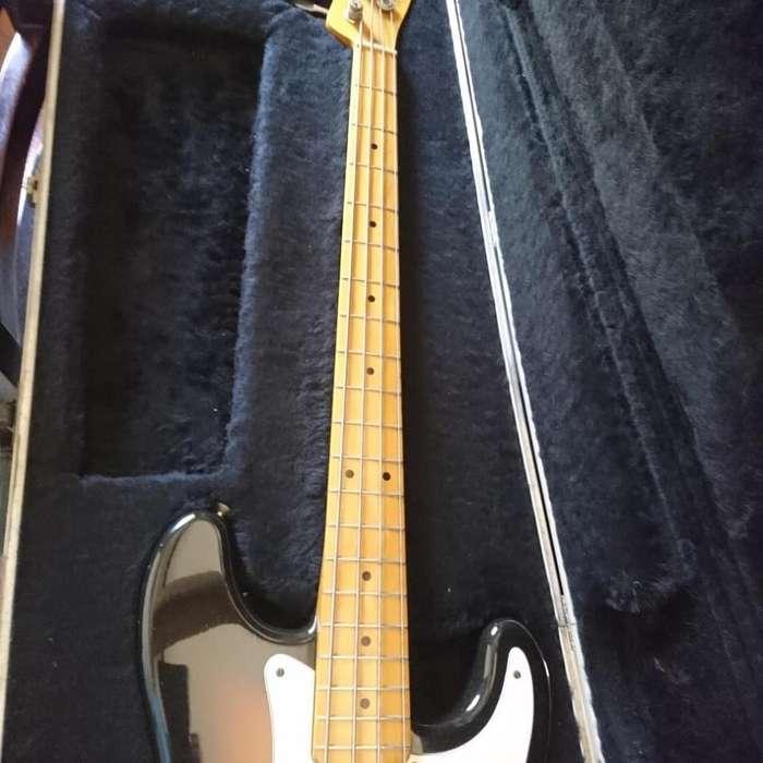 Bajo Squier Bullet Bass 84