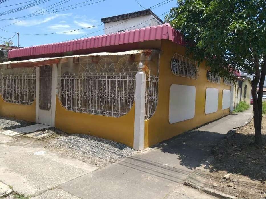Venta de Casa en Sauces 3, cerca del nuevo Puente Sauces - Samborondon, Norte de Guayaquil