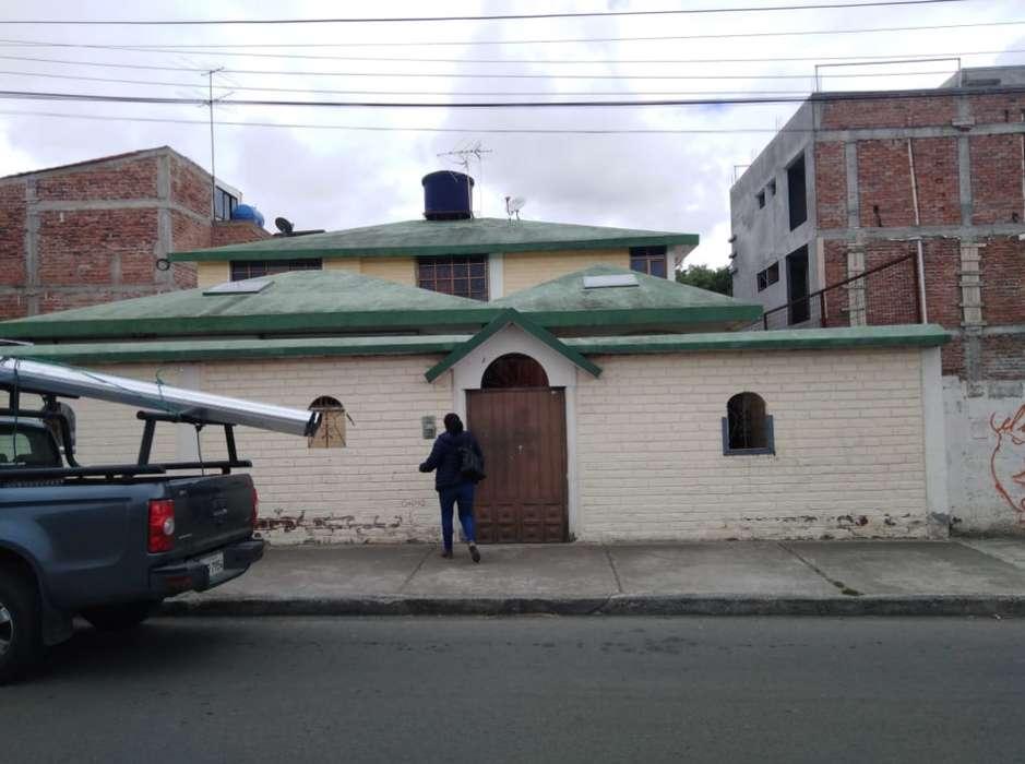 VENDO HERMOSA CASA EN AMBATO 250m2 - SECTOR COMPLEJO JUDICIAL