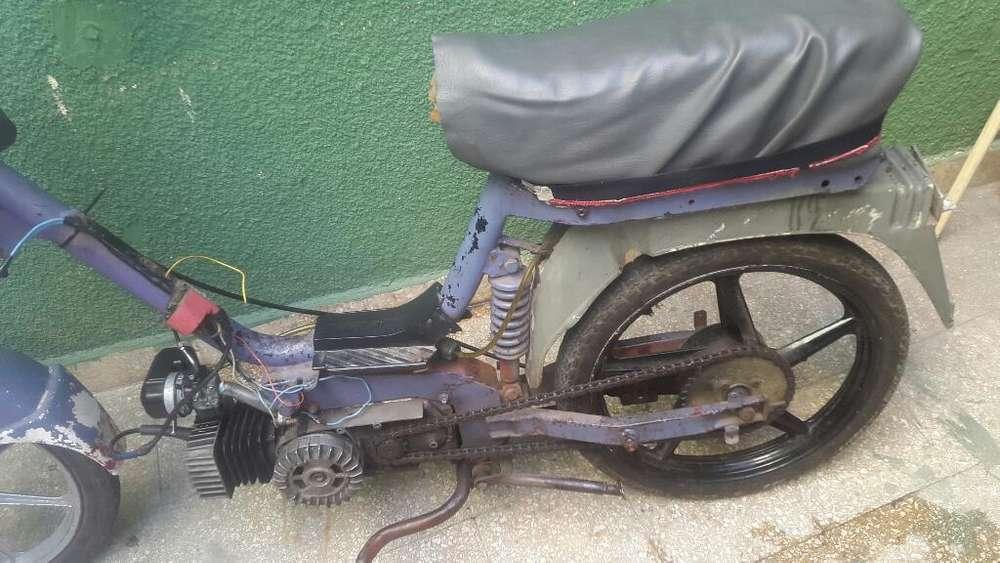 Ciclomotor 60 Cc Andando