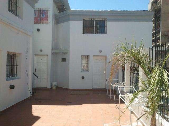 dueña alquila living y dormitorio centro con balcon a la callean 6años