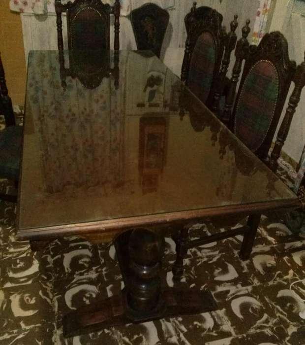.Hermosa y fuerte mesa con vidrio incluído . (5 sillas (1.700 c/u))