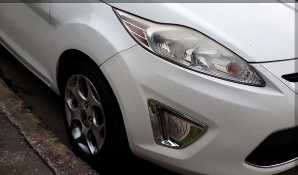Ford Fiesta  2011 - 98000 km